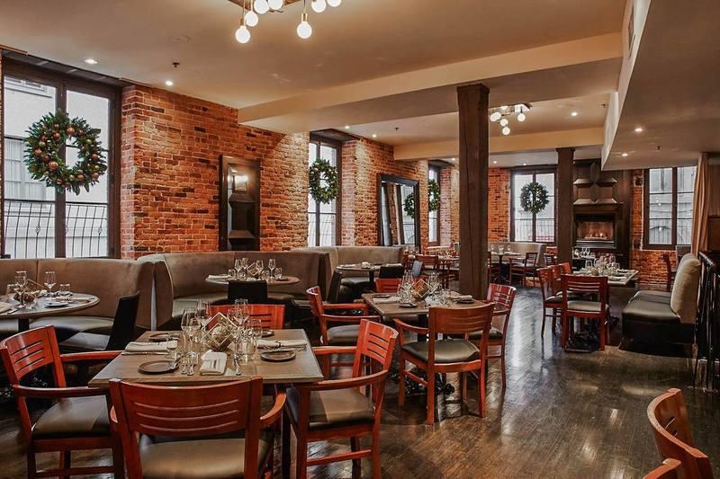 Verses Bistro restaurant room in Montreal